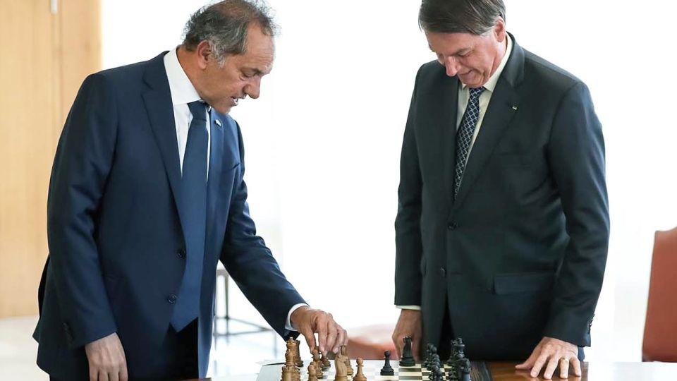 El embajador argentino en Brasil cuestionó el Decreto que habilita compra de trigo sin arancel.