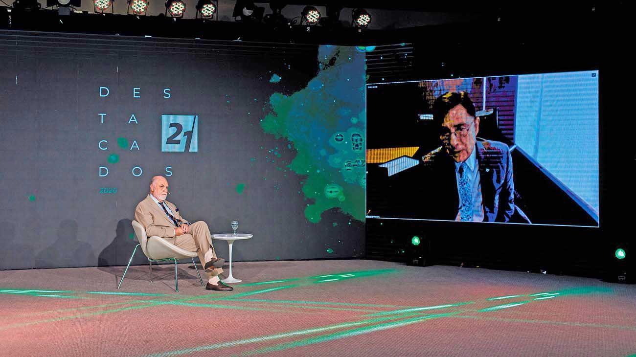 En dos planos. Juan Carlos Rabbat, licenciado, presidente y fundador de Universidad Siglo 21, y en modo remoto, Jorge Fontevecchia, CEO de Perfil Network.