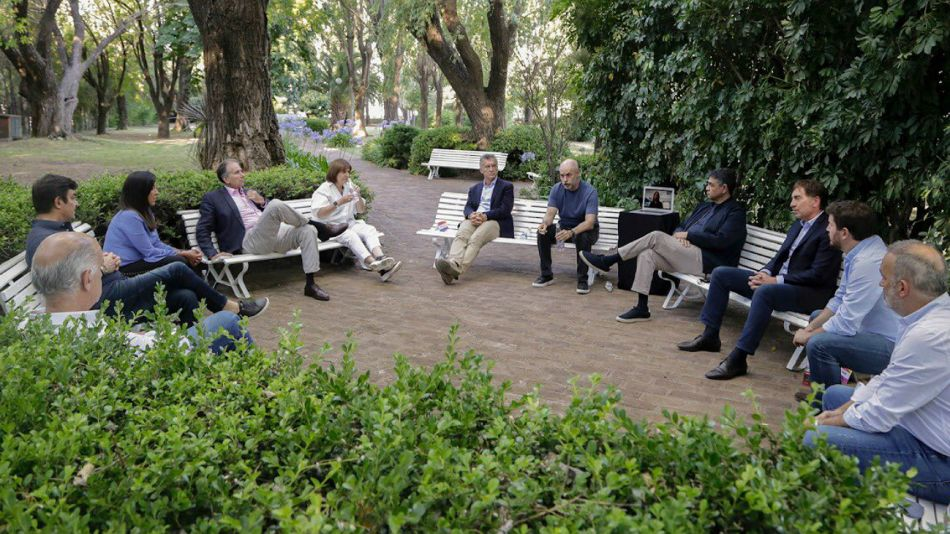 Cumbre del PRO con la participación de Eduardo Macchiavelli, secretario general del partido.