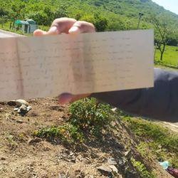 Las autoridades descubrieron una hoja con un texto escrito en còdigo morse.
