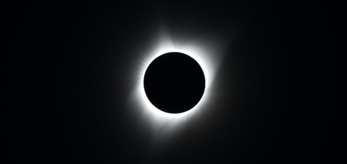 Eclipse solar: signo por signo cómo afecta este evento de Sol en Sagitario