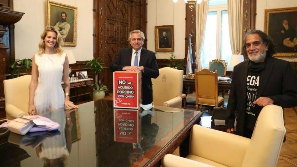 Liz Solari concurrió a Casa Rosada junto al presidente de la Unión Vegana Argentina, Manuel Alfredo Martí.