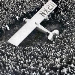 Cuando su avión aterrizó en la capital mexicana, una multitud se acercó para saludarlo y felicitarlo por su gran hazaña.