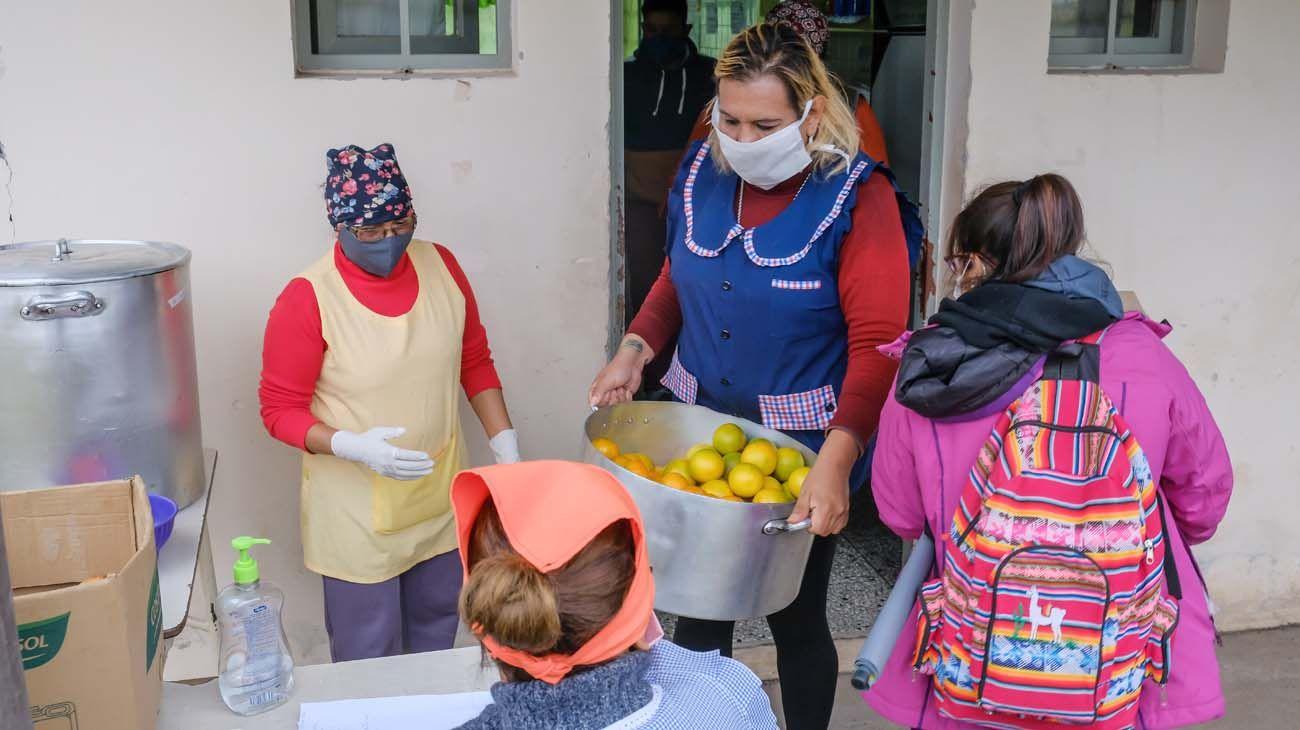 Un 33% de los hogares accedió a la tarjeta alimentar pero la mitad no recibe ayudas.