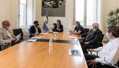 El jefe de gabinete nacionalde la provincia de Buenos Aires y de la Ciudad autónoma reunidos con Ministros de Salud en Casa de Gobierno.