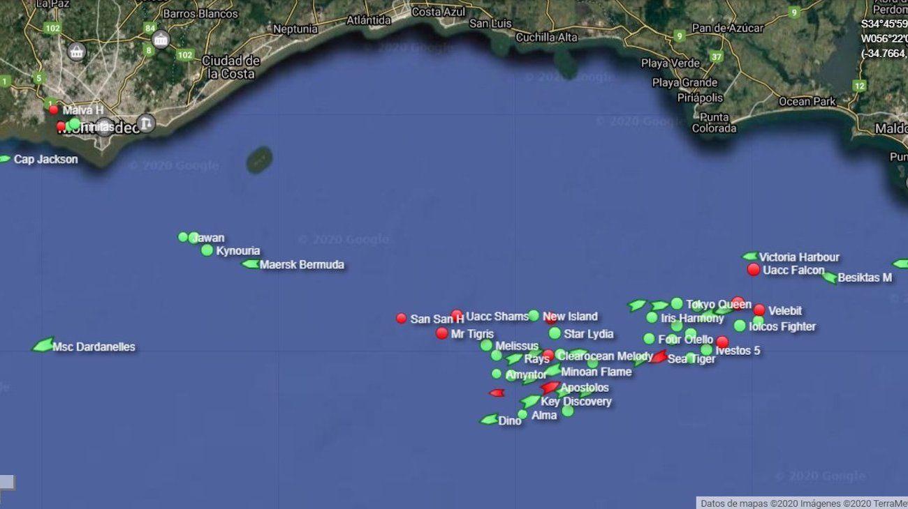 Imagen de los buques esperando la carga en los purtos de la zona de San Lorenzo.