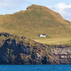 Si bien nadie está viviendo ahora en la isla, está lejos de considerarse deshabitada por completo.