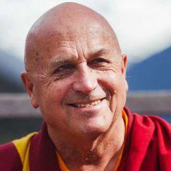 Matthieu tiene 74 años y un profundo amor por el budismo tibetano.