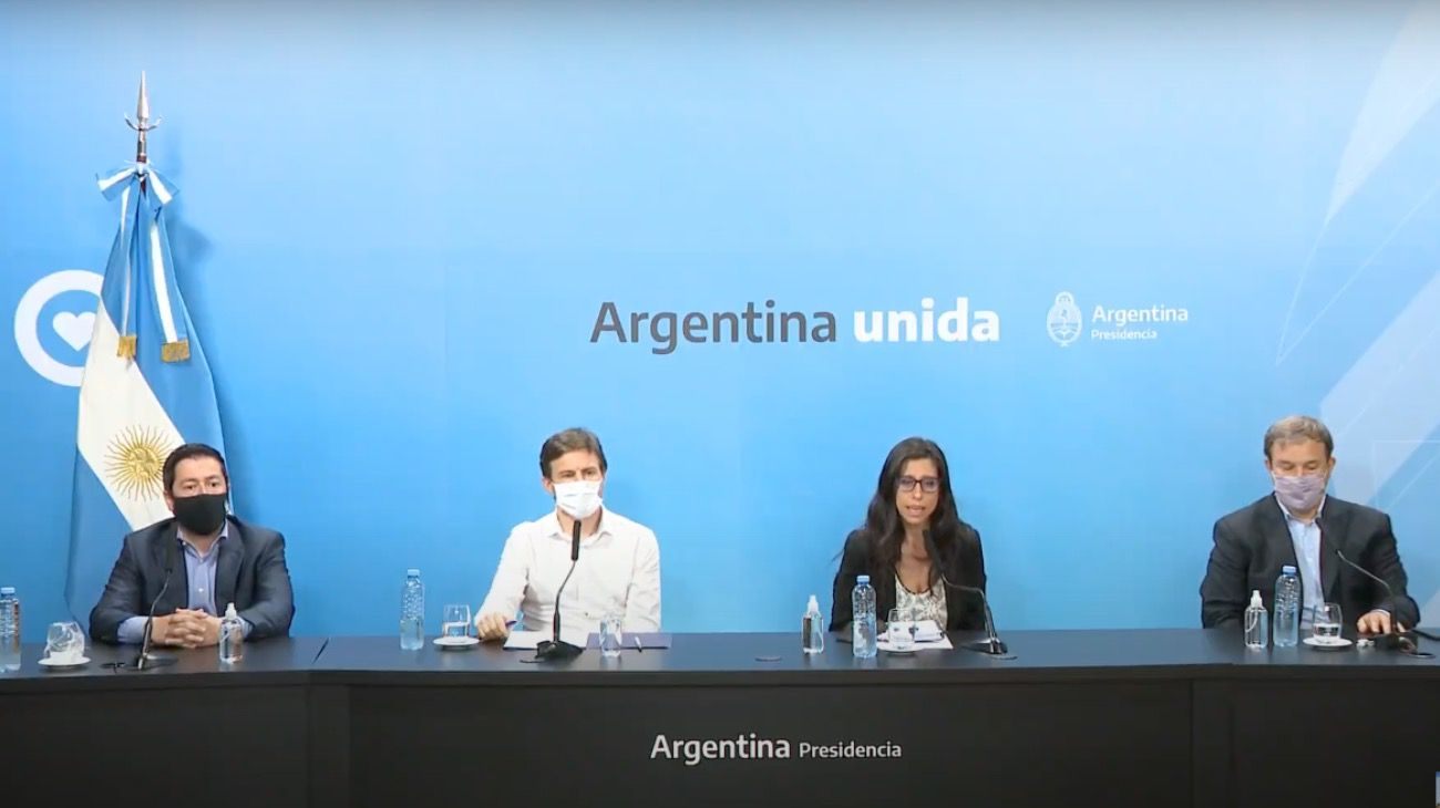 La secretaria de Comercio, Paula Español, brindó luego una conferencia de prensa junto al ministro de Producción bonaerense, Augusto Costa, e intendentes.