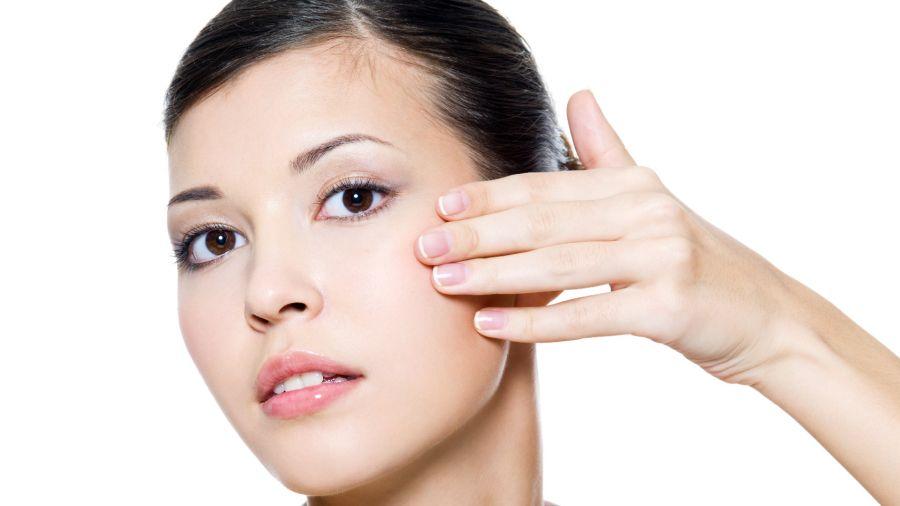 Solo necesitás 10 minutos al día para reactivar la energía de tu rostro y devolverle luz y frescura.