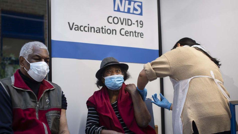 Vacunación en el Reino Unido-20201216