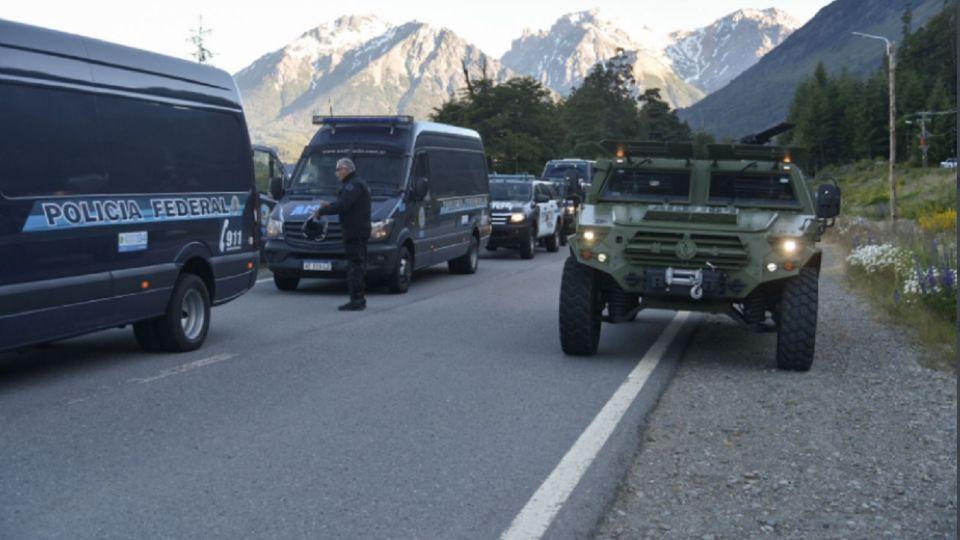 Fuerte operativo policial en Villa Mascardi para desalojar a Los Mapuches que ocupan tierras en parques nacionales.