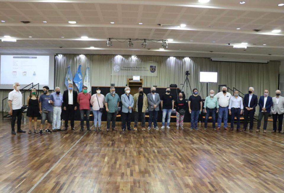 Sindicalistas, dirigentes sociales y el rector de la UBA, juntos.