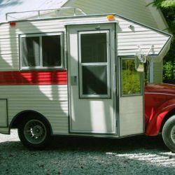 El camper se montó a partir de un Volkswagen Beetle de 1969, el cual se ha preservado perfectamente, manteniendo la pintura, la carrocería y el motor.