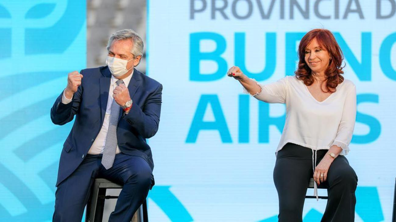 Alberto Fernandez y Cristina Kirchner en La Plata, junto a Axel Kicillof
