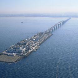 El imponente paso bajo el mar, atraviesa Tokio, uniendo las ciudades de Kawasaki y Kisarazu.