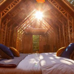 En su interior nos topamos con una cabaña sencilla pero cómoda.