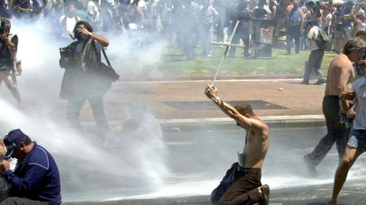 Marchas y disturbios    Foto:cedoc