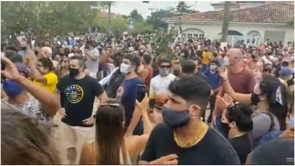 """""""Queremos trabajar"""", pedían los brasileros que trabajan en el turismo de Buzios."""
