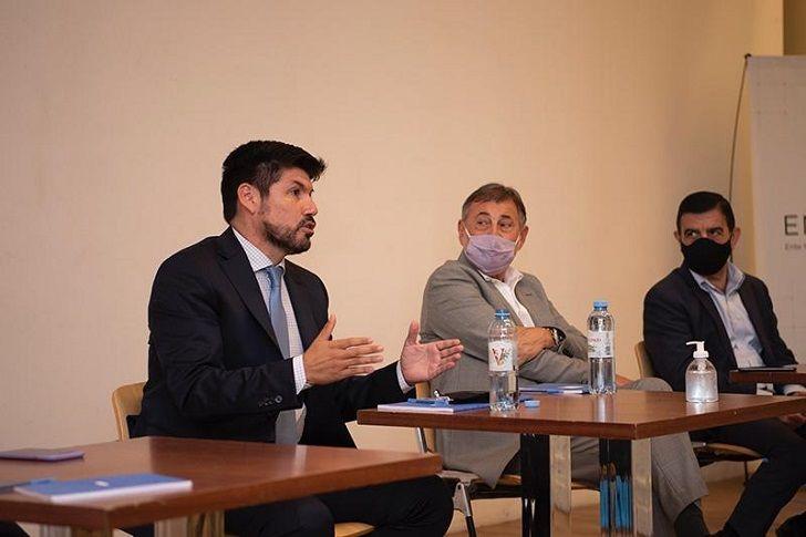 ENROQUE. Caserio y Saieg, el senador que esta semana llevó intendentes a Baires, piensa alternativas para Transporte.
