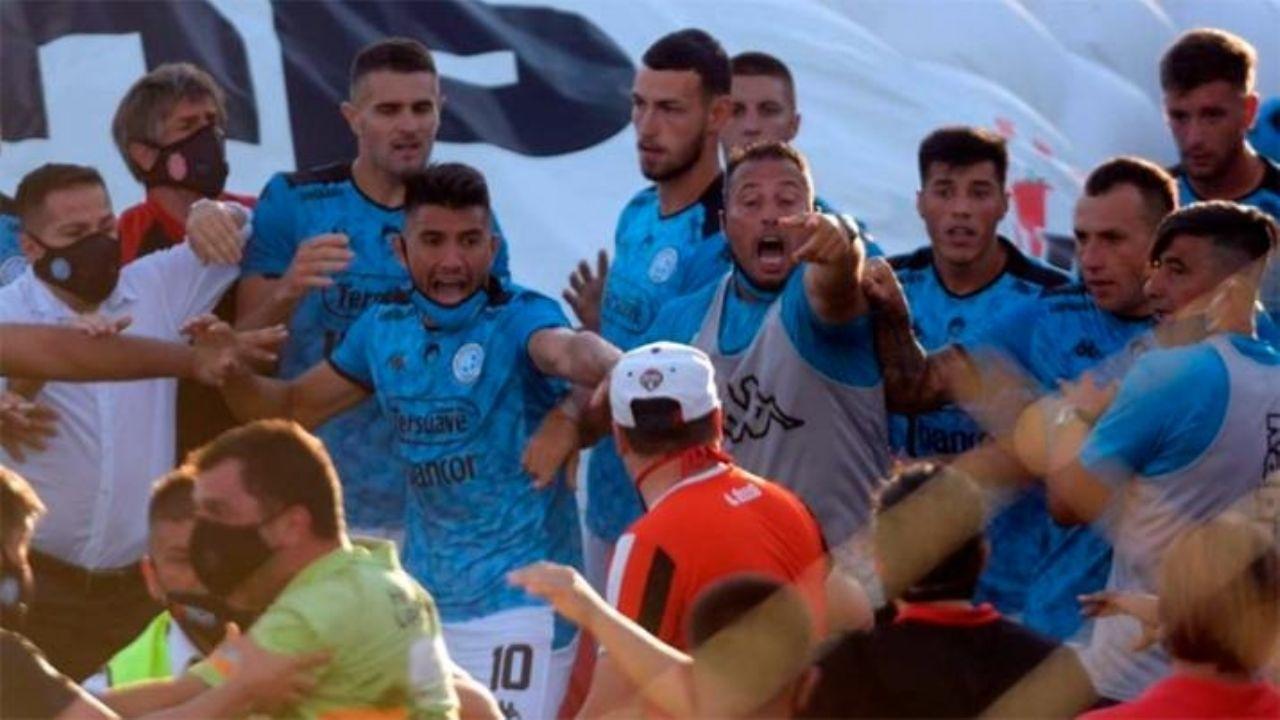 Escándalo. El partido Barracas Central-Belgrano se sigue jugando en distintos ámbitos y tiene un final impredecible.