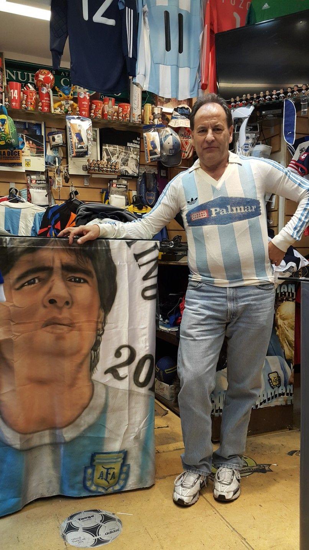 """Ídolo racinguista. Gasparini con la camiseta que lo identifica en Córdoba. """"El Pato"""" también jugó en Talleres y Estudiantes de Río Cuarto."""