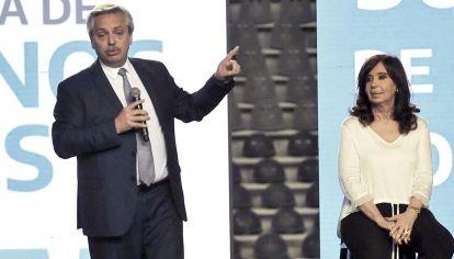 Ella y él. Cristina centró su discurso en mensajes políticos, mientras Alberto abundó en anécdotas de su función.