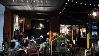 RECONVERSIONES. Casa Grote, Funez Cultura y La Nave son tres de las salas de teatro independiente que pudieron adaptarse y realizar funciones al aire libre.