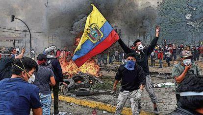 En Ecuador la población está enojada con los candidatos: la mitad no quiere a  ninguno.