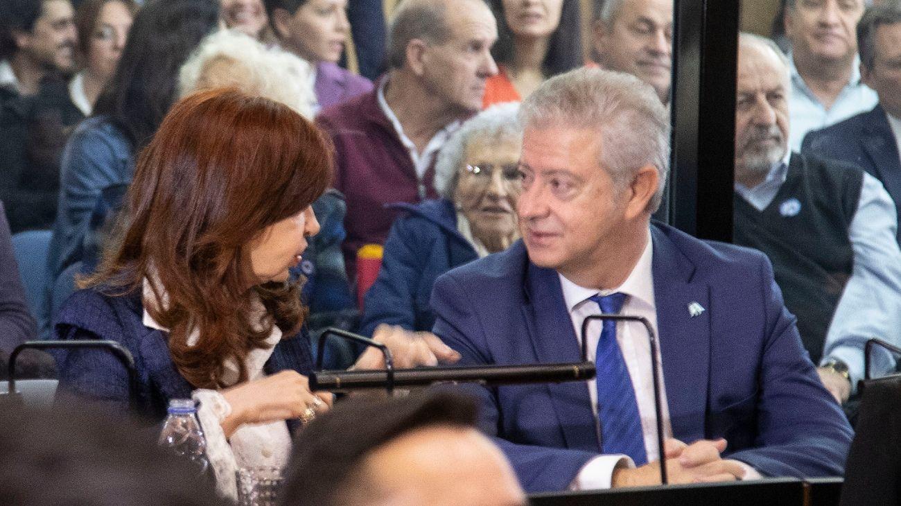 Cristina Kirchner, en el banquillo, junto a Beraldi (Archivo, NA)