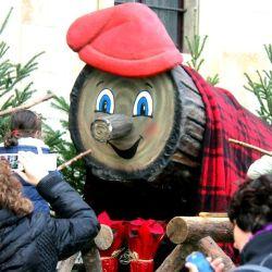 """En la región española de Cataluña, se celebra la """"Tradición del Tío de Nadal"""" o"""