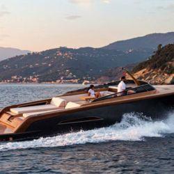 Esta preciosa embarcación ha sido una creación del astillero italiano Castagnola.
