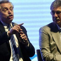 Alberto Fernández y Hugo Sigman, que fabricará la vacuna de AstraZeneca.    Foto:CEDOC