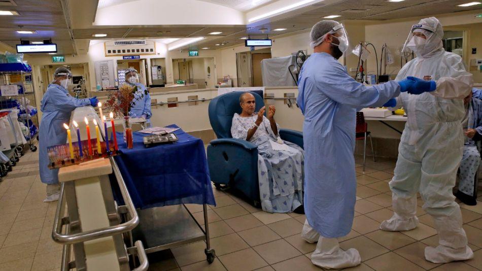 En Israel trabaja en la campaña de vacunación contra el Covid-19.
