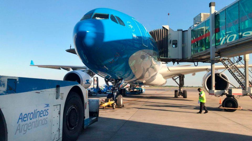 El avión despegó del Aeropuerto Internacional de Ezeiza a las 19:56 del martes.