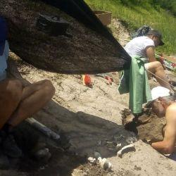 En el lugar también encontraron una pezuña de oveja y un molar de una vaca.