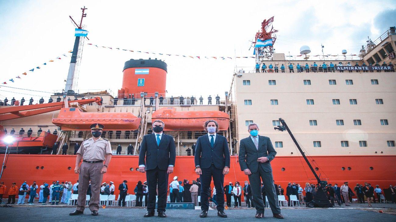 El ministro Rossi, junto al jefe de Gabinete, Santiago Cafiero, y el canciller Felipe Solá en el arranque de la Campaña de Verano 2020/21.