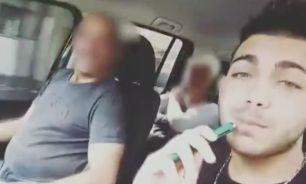 En uno de los videos se lo puede ver a Papadopulos fumando.