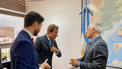 Luis María Kreckler, embajador argentino en China, en una reunión con funcionarios en febrero (Archivo)