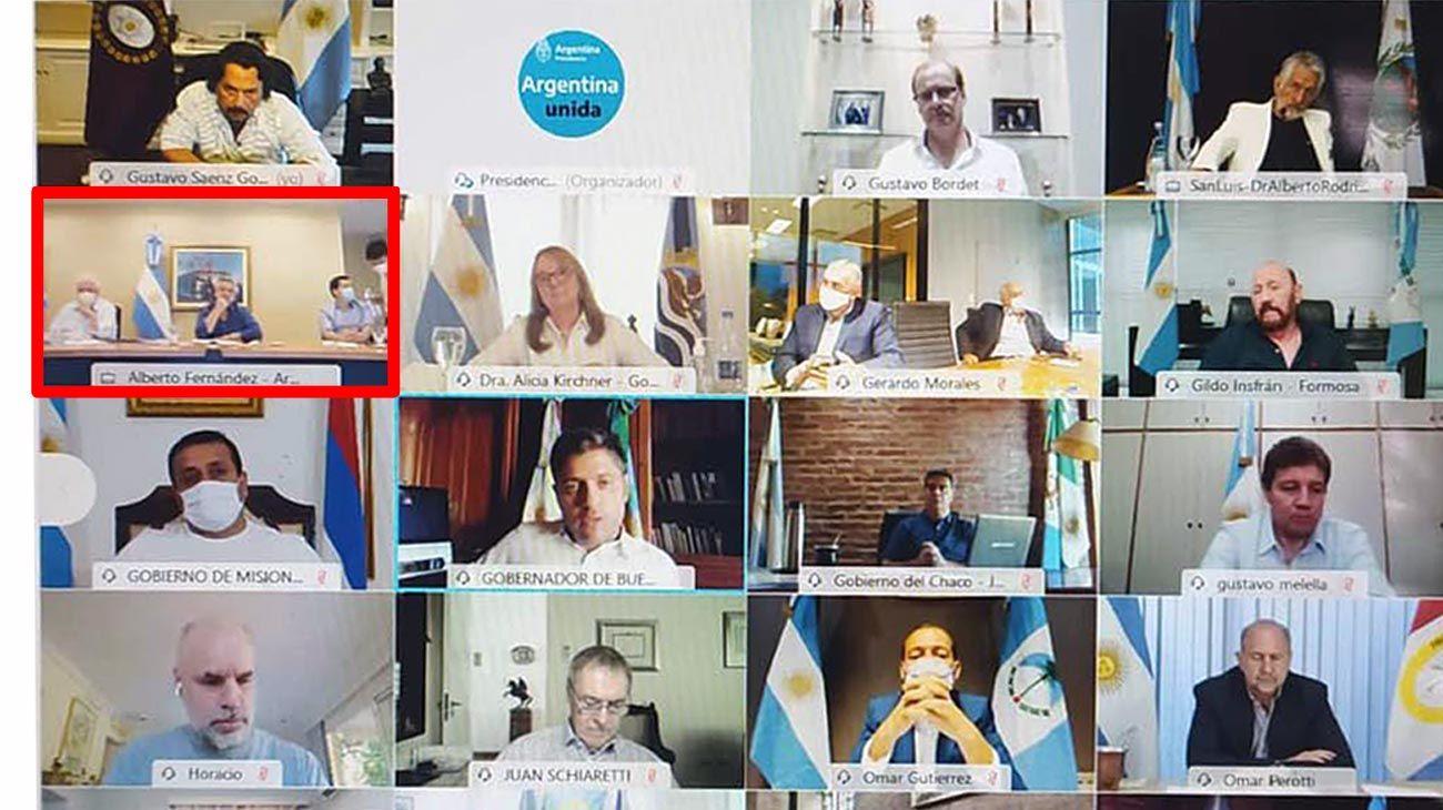 Videoconferencia. El Jefe de Estado estuvo acompañado por los ministros González García, De Pedro, el secretario general Vitobello y la secretaria Vizzotti, a quien felicitó.
