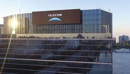 Siguen los crucen entre el Enacom y Telecom por la Prestación Básica Universal.