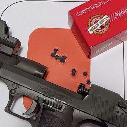 Unas de sus características sobresalientes es la precisión, junto con el relativo poco retroceso en comparación con un revólver del mismo calibre.