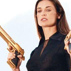 El cine fue un factor preponderante para la difusión de esta pistola, a la vez que fomentó mitos y leyendas.