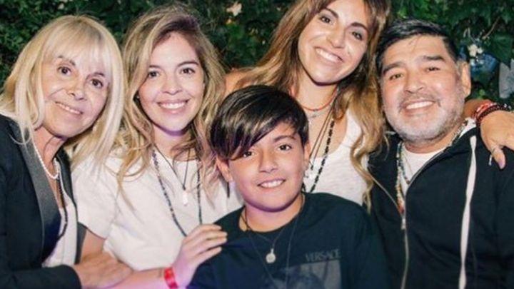 El fuerte posteo de Dalma Maradona con una foto con Claudia y Diego Maradona juntos
