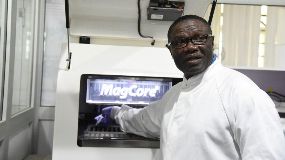Christian Happi, director del Centro Africano de Excelencia para la Genómica de las Enfermedades Infecciosas (Acegid).