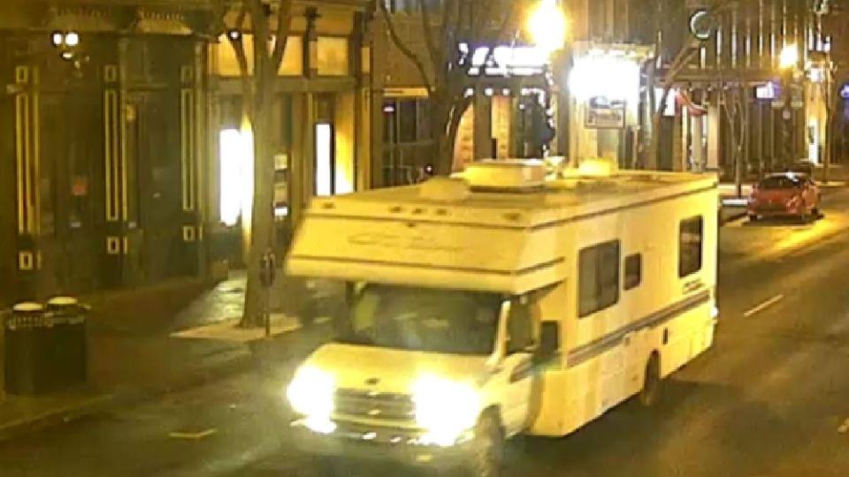 Anthony Quinn Warner de 63 años, fue quien detonó la carga contenida en un motorhome.