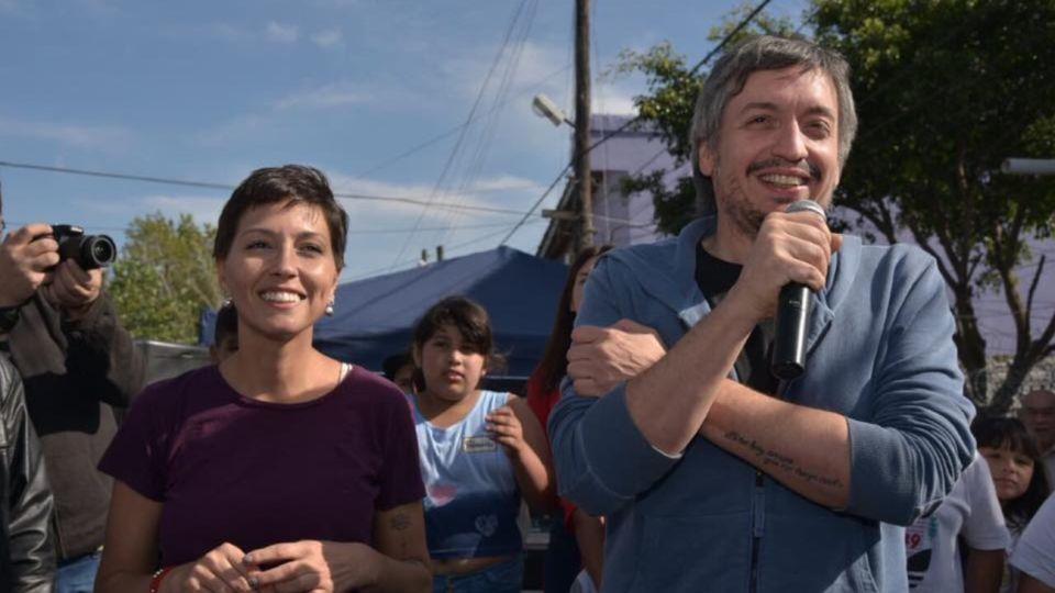 El líder de La Cámpora, Máximo Kirchner, junto a la intendenta de Quilmes, Mayra Mendoza.