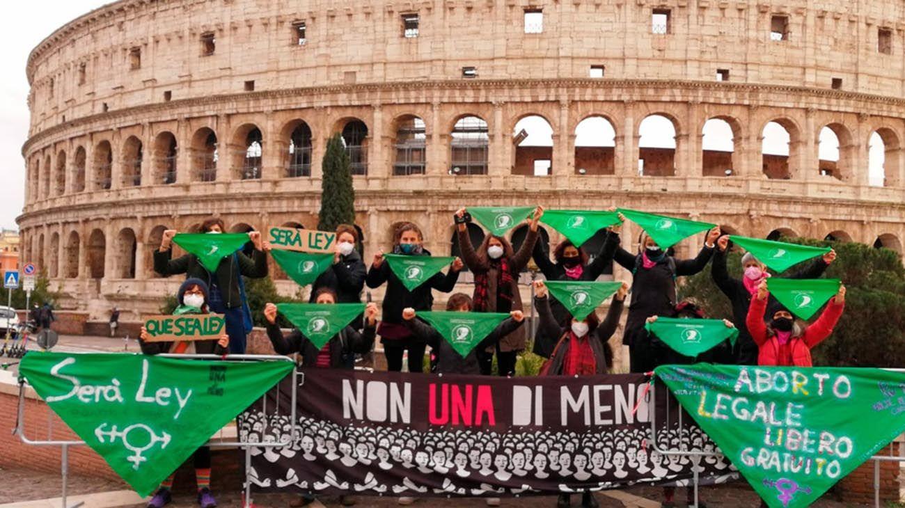 ABORTO Feministas de todo el mundo se suman con pañuelazos a la vigilia por el aborto legal