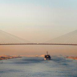 En la actualidad tiene 163 kilómetros de largo que unen el mar Mediterráneo con el mar Rojo.