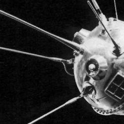 La comunicación era realizada a través de cinco antenas que emergían en la parte superior de la esfera.